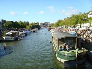 Bateaux sur un cours d'eau à NANTES : à découvrir pour vos vacances à Nantes